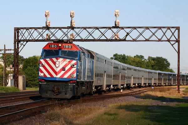 Metra_loco_180_West_Chicago