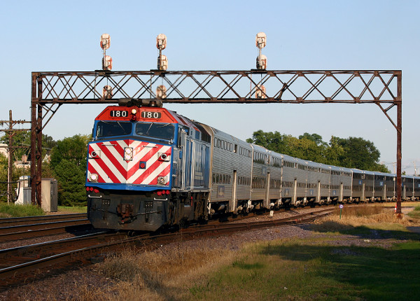 Metra_loco_180_West_Chicago