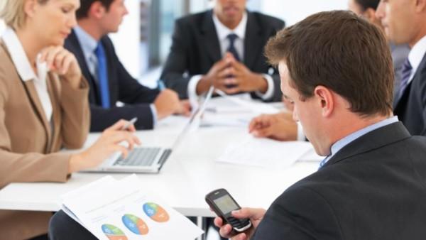 hi-852-smartphone-meeting
